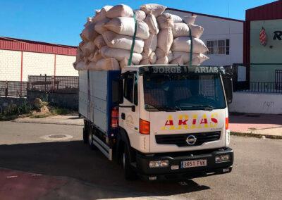 transporte de sacos de pimiento arias